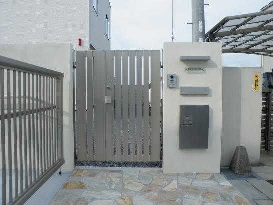 電子錠の門扉