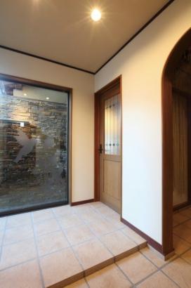 壁泉を設置した玄関