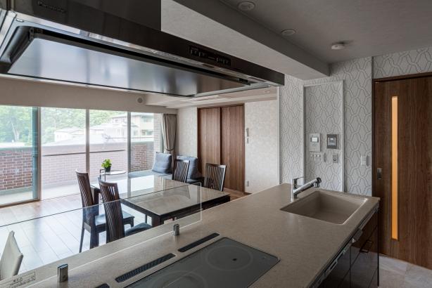 キッチンのタレ壁を撤去してオープンタイプのシステムキッチンに