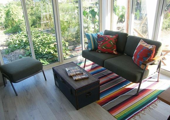 部屋のコーナーに大きな窓を設計。視界が広がり日常がリゾート気分です。