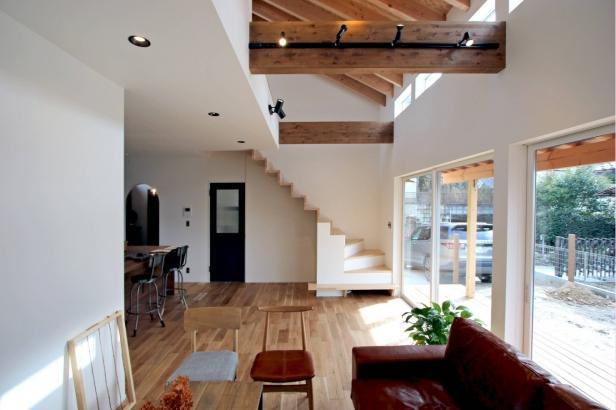 インパクトのあるリビング階段