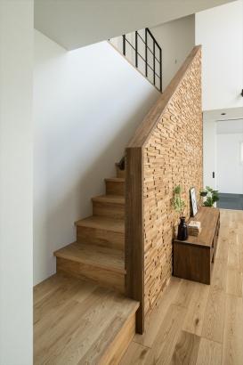 木の温かみがあるリビング階段
