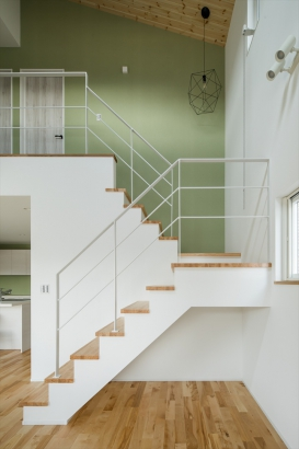 階段下のスペースは子どもの秘密基地に・・?