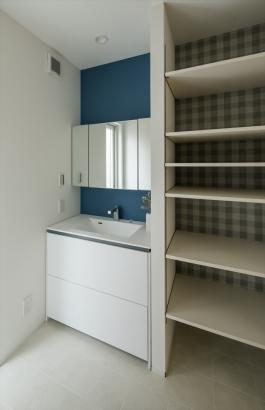 高さが変えられる可動棚は、収納する物によって自由自在