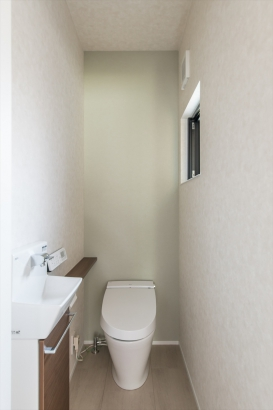 シンプルにまとめたトイレ