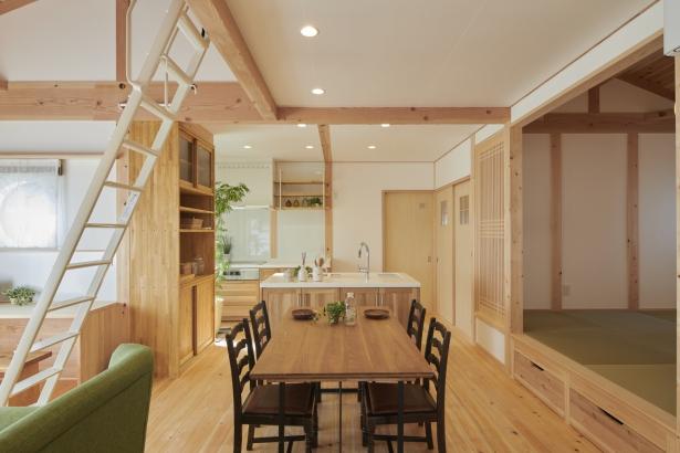 キッチンを中心に効率の良い生活動線が魅力のLDK