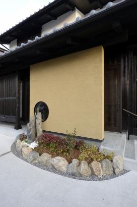 手塗りの壁・坪庭