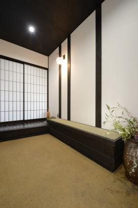 玄関土間・畳ベンチ